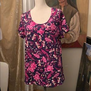 LuLaRoe top large pink flowers 🌸